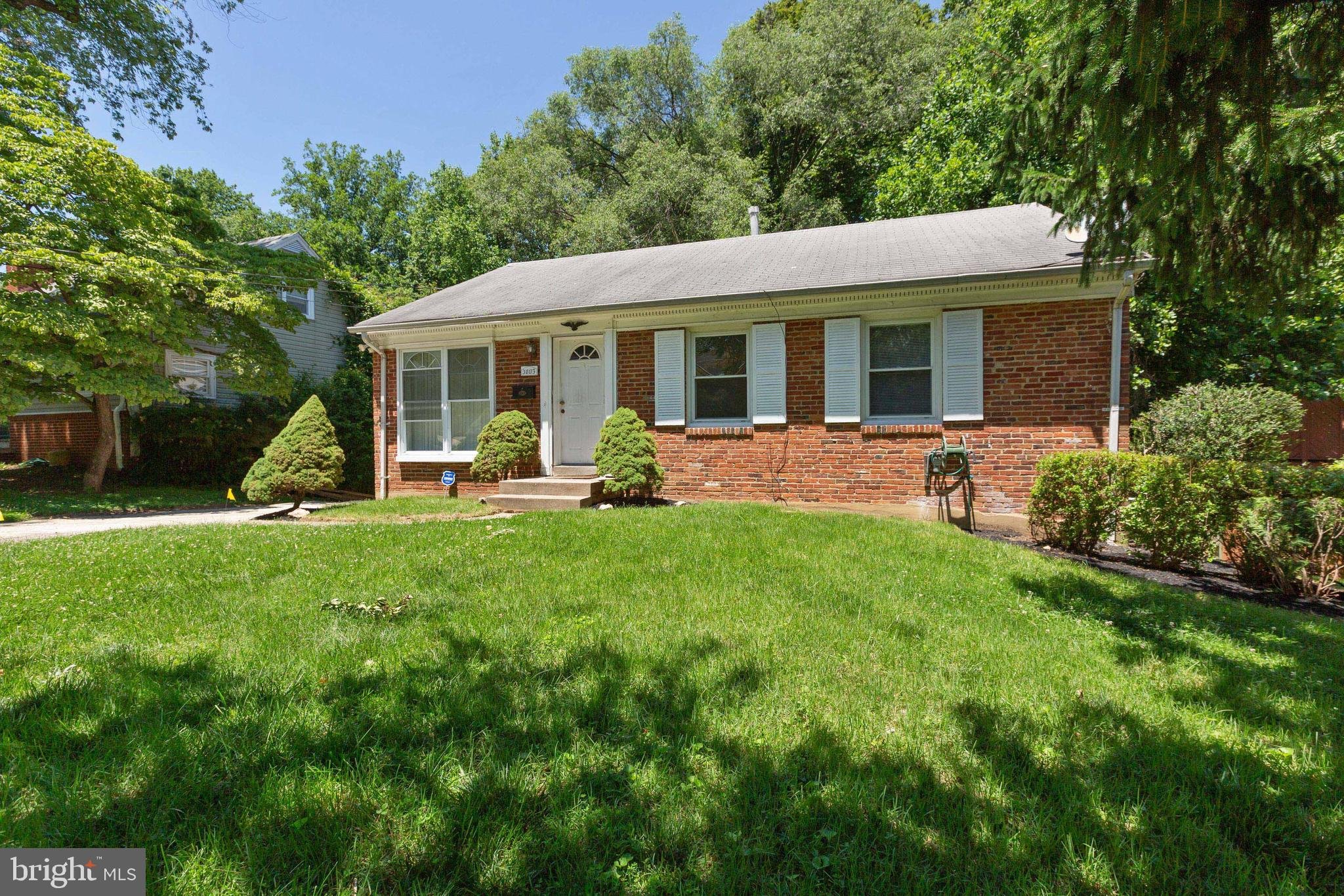 You will love the feel of this bright & spacious 5BD & 2BA single-family home located in the wonderf