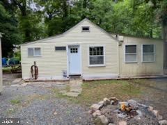 THIS CUTE COTTAGE LOCATED IN CHEASAPEAKE HAVEN COMMUNITY IS THE PERFECT GET AWAY OR NEW HOME. CURREN