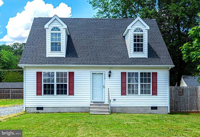 Adorable Cape Cod-style house on a small, quiet block in Fruitland. This cozy home has 3 bedrooms, 2