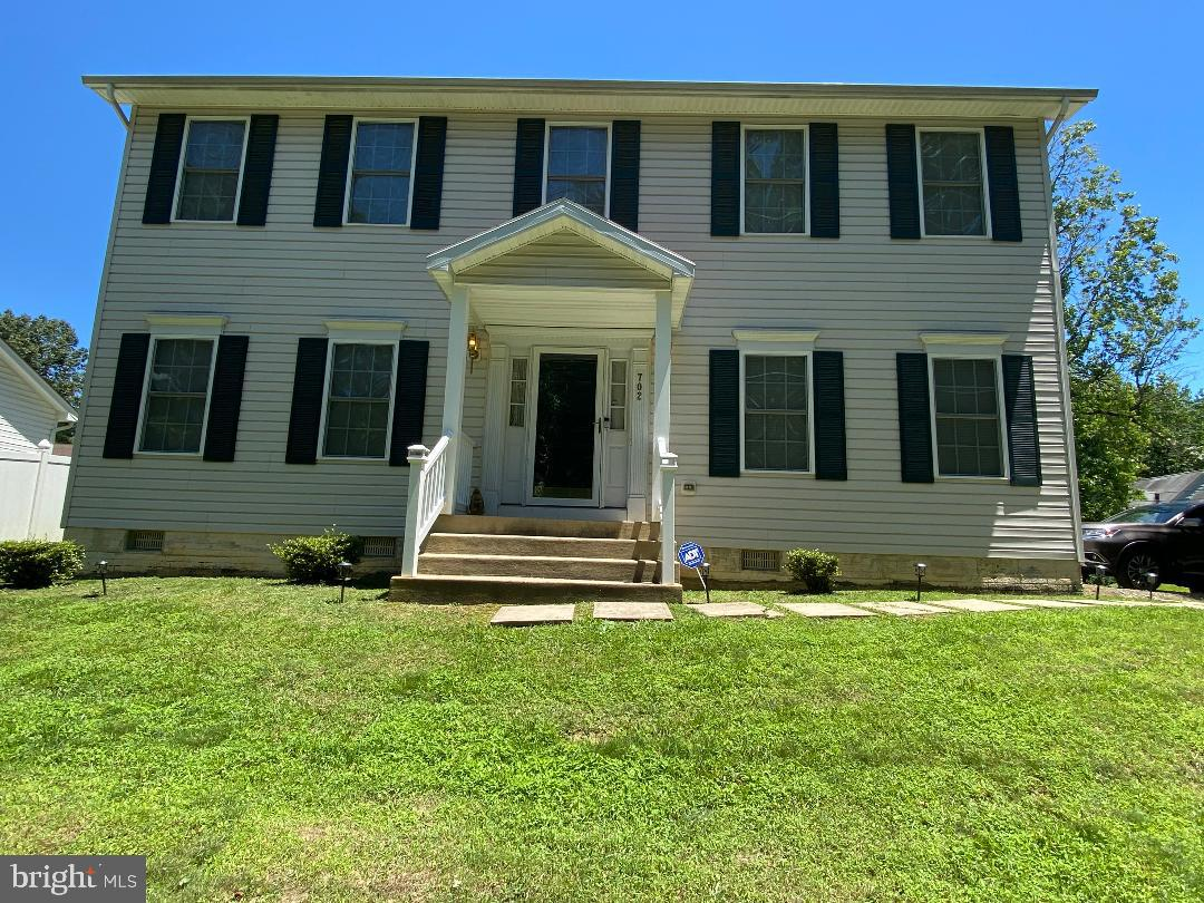 Move in ready!  Beautiful large colonial, features large eat in kitchen, 4 spacious bedrooms, 2.5 ba