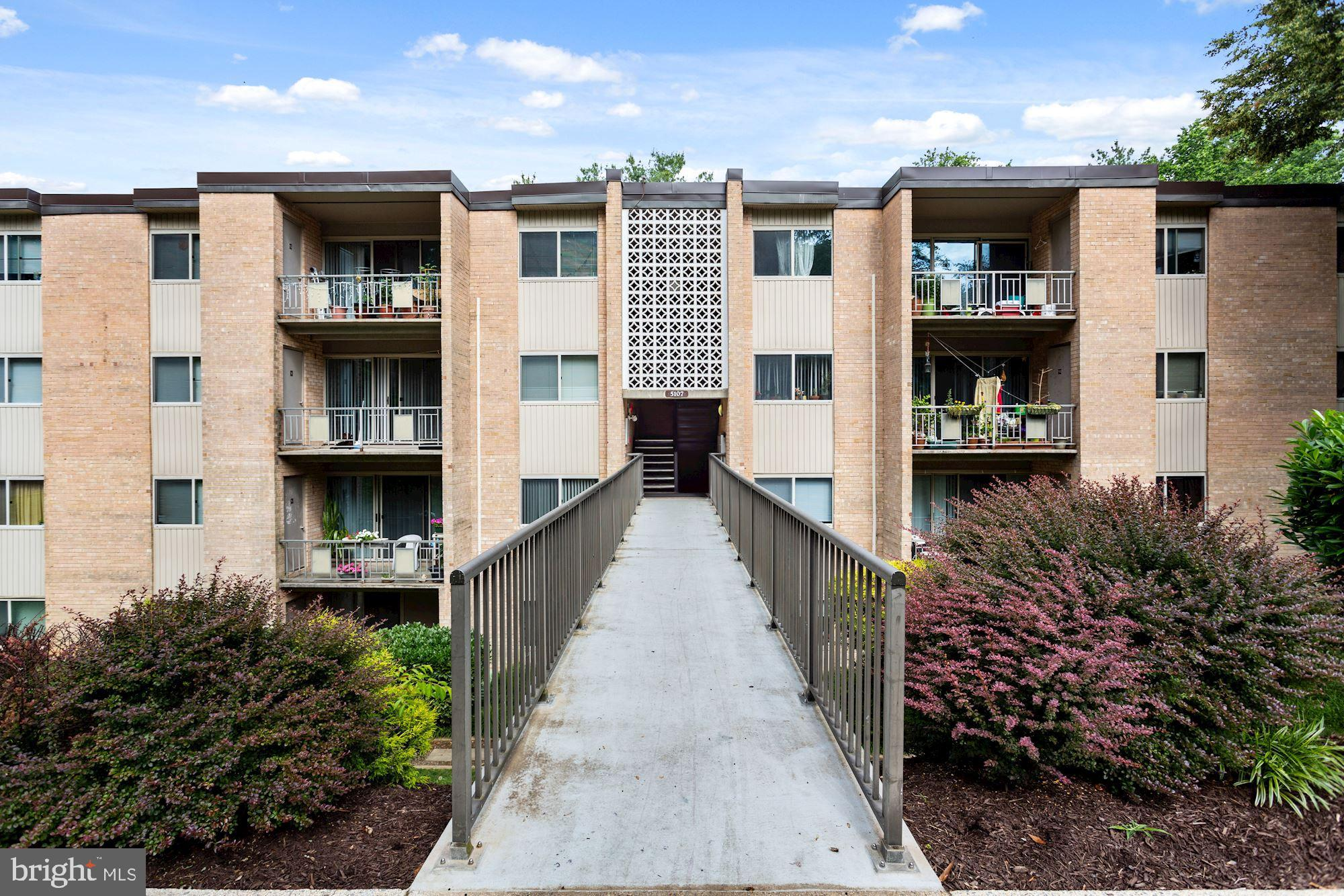 Open Saturday 6/19 from 1-3pm.  Welcome to this light-filled and updated unit tucked away in one of