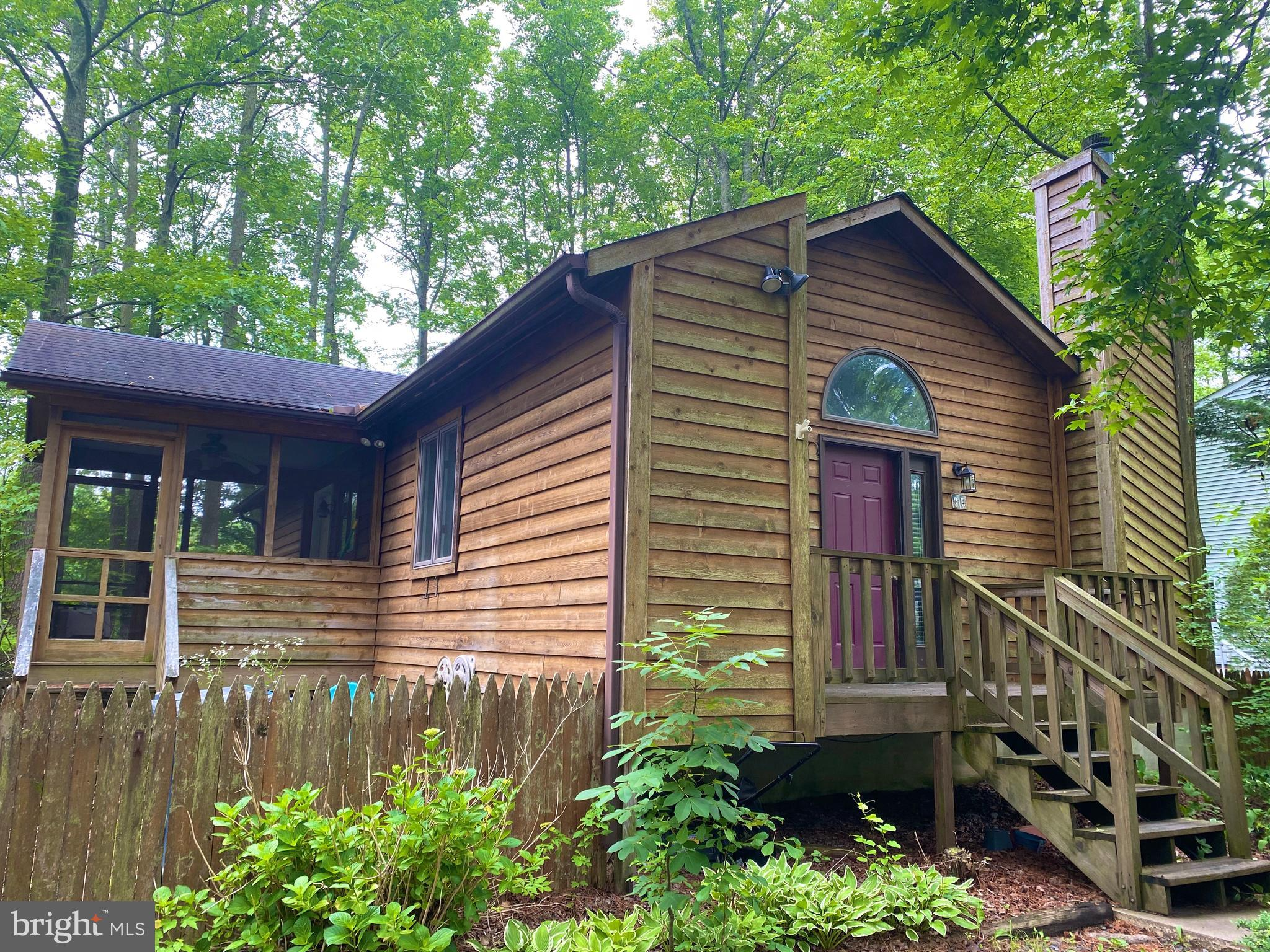 Quaint 2 bedroom 2 bath single story home located in the Sherwood Forest section of Ocean Pines. Wel