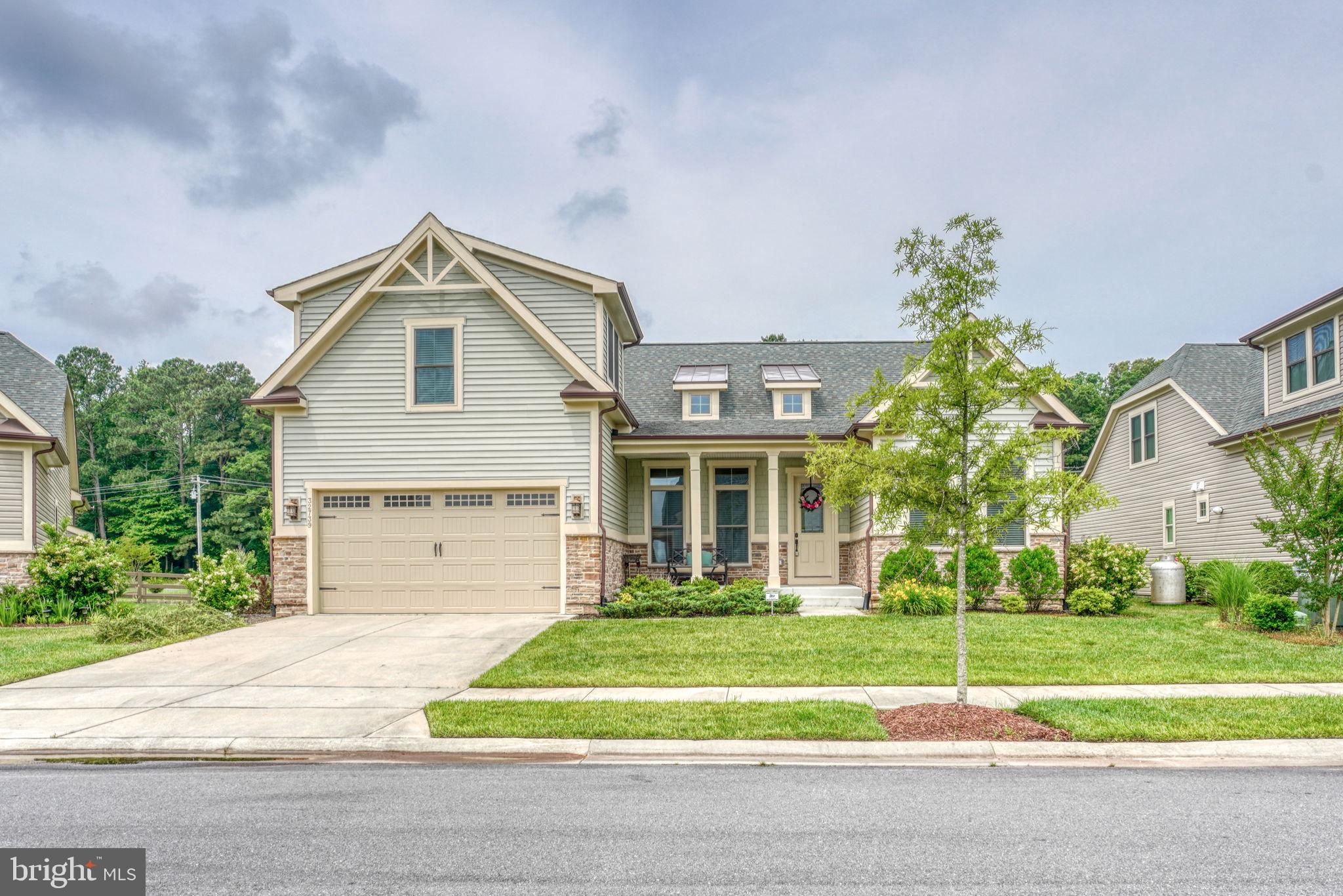 Welcome to Bay Forest the award winning community!  This sought after Seaport model offers an open f