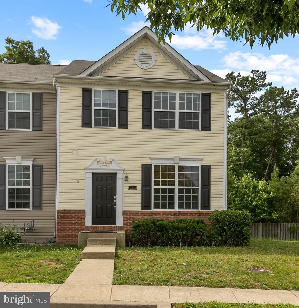 Well maintained end unit townhouse in Willow Gate community.   This 3 bedroom, 3.5 bathroom home has