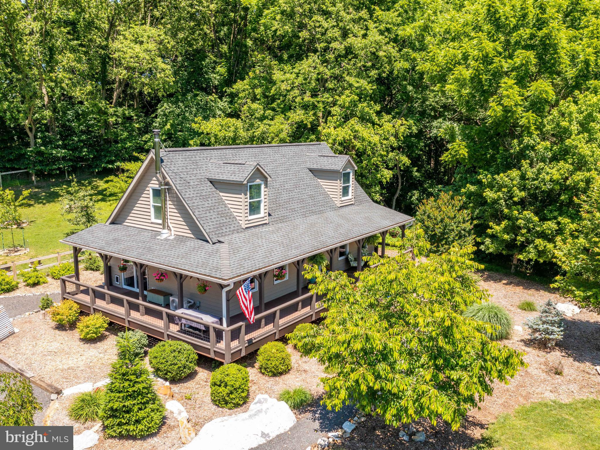 *OFFER DEADLINE: MONDAY, JUNE 21, AT 10AM* Beautiful and meticulously maintained 2 bed/2 bath Cape C