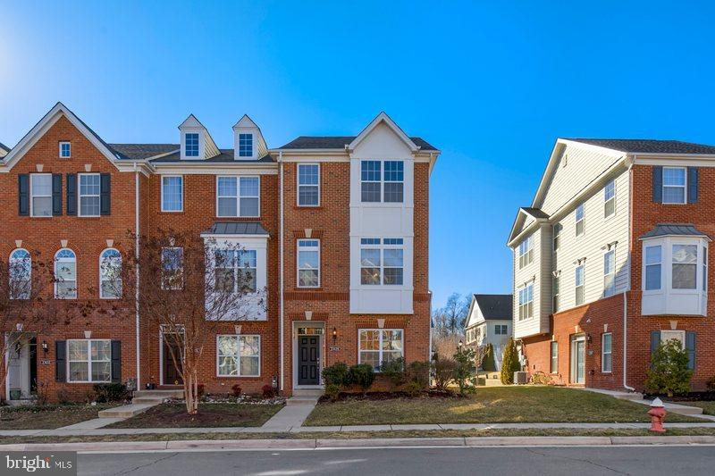 Beautiful 4 bedroom, 3.5 bathrooms, East Facing end unit townhome in Loudoun Valley Estates II! This