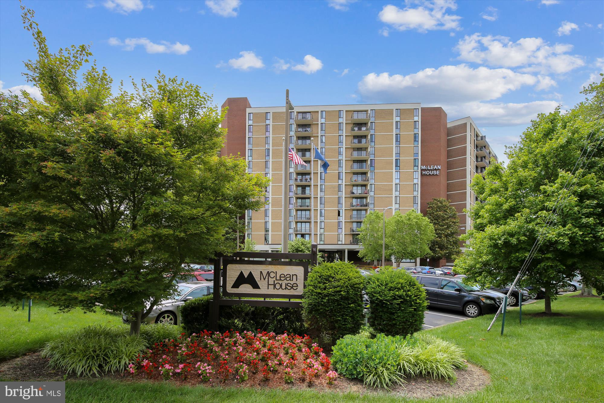 *BEAUTIFUL and SPACIOUS* 2BR/2BA unit in sought-after McLean House location!  This well-maintained,