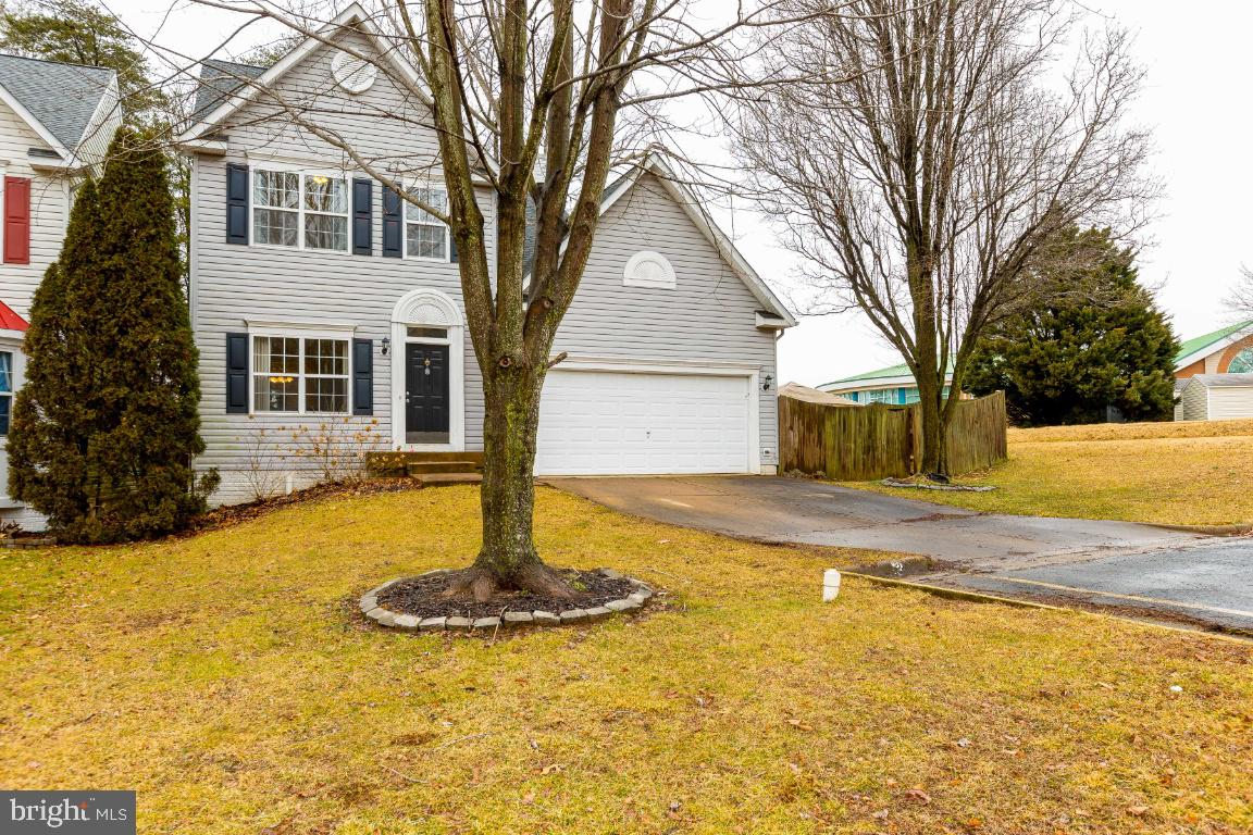 MOVE-IN READY in sought after Park Ridge Community. Beautiful 4BR colonial features open floor plan