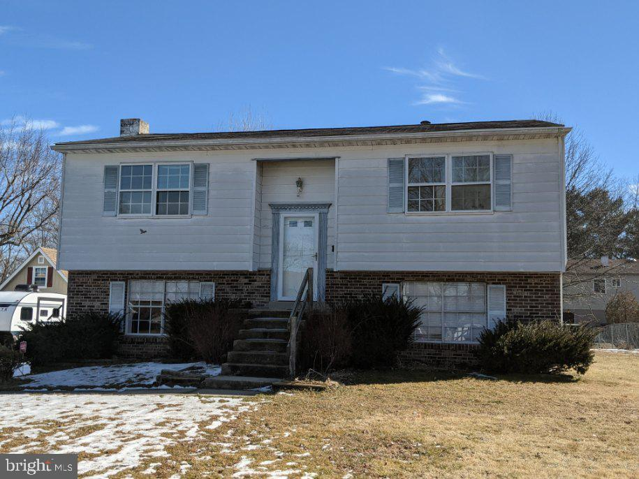 Welcome to 7 Joseph Gallaher Street in the centrally located community of Holly Hall Terrace.  This