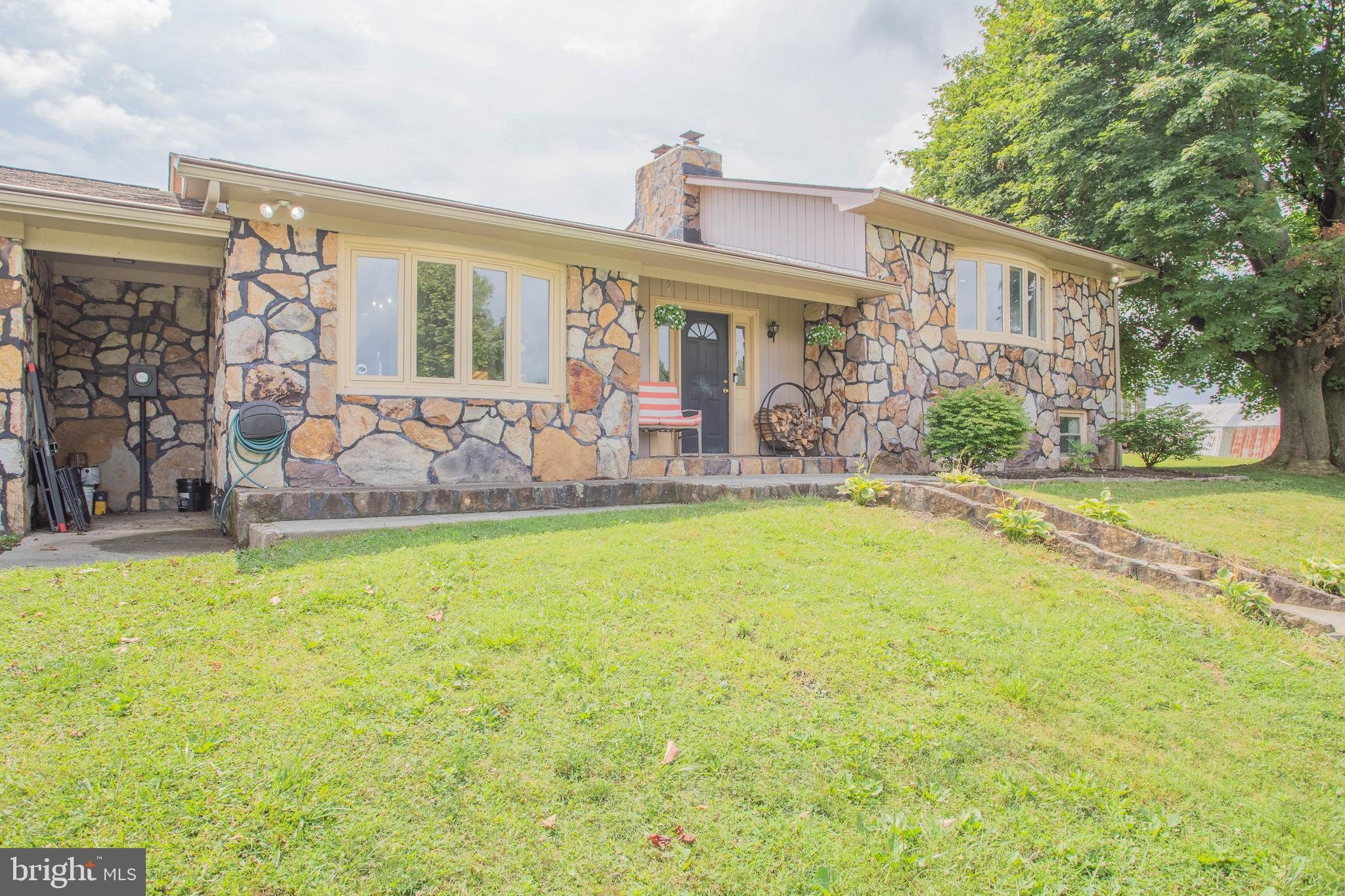 Back to  ACTIVE- (no fault of sellers) so ACT FAST for your chance at this 3BR/ 2BA country home nes