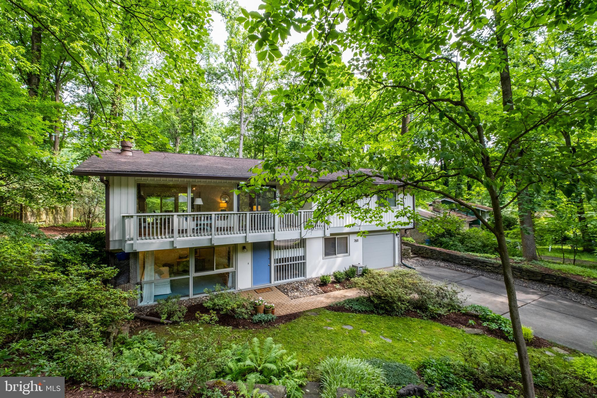 Stunning and COMPLETELY renovated Overlook model with the vaulted bedroom ceilings AND a huge flat a