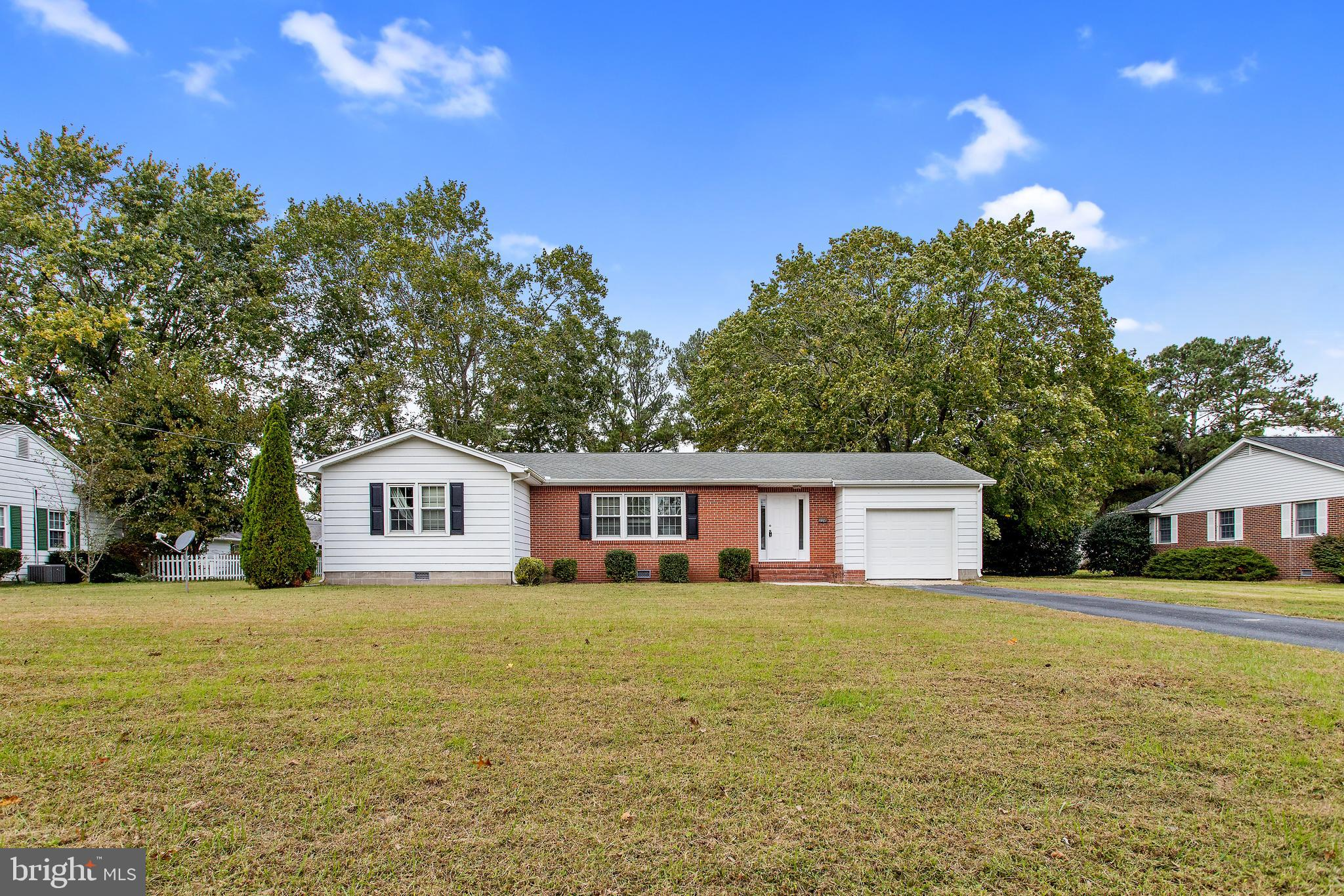 Cozy rancher in the lovely town of Snow Hill! Welcome home to this quaint home centrally located wit