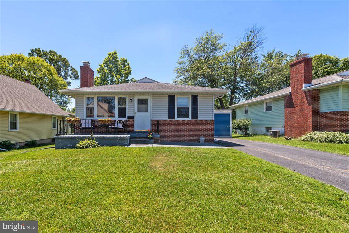 Better hurry - An affordable, 3 bed, 1.5 bath rancher near the BWI Business district - Sweet! Enjoy