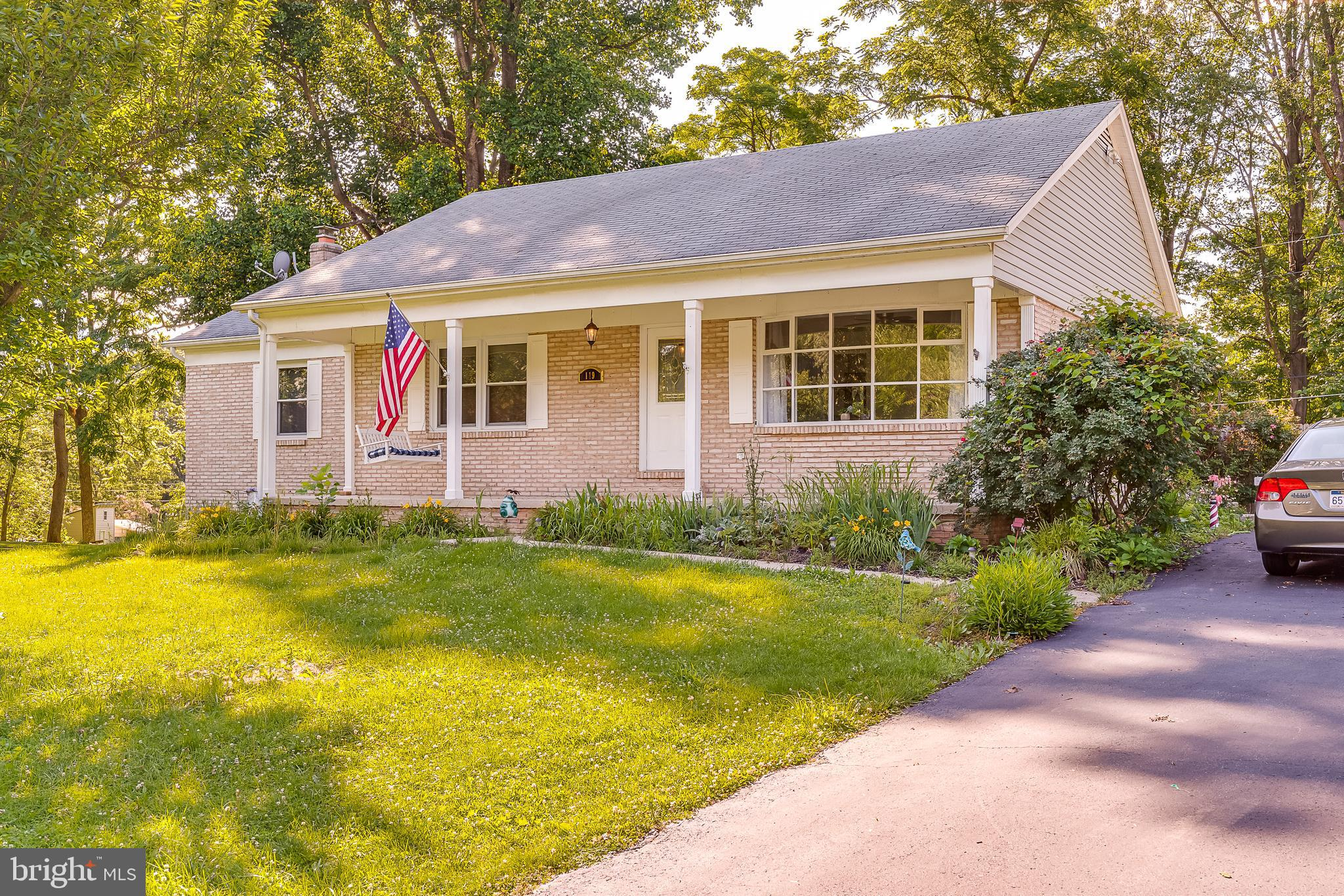 A well maintained brick  rancher with  3 bedrooms, 3 full bathrooms  and full finished basement. Thi