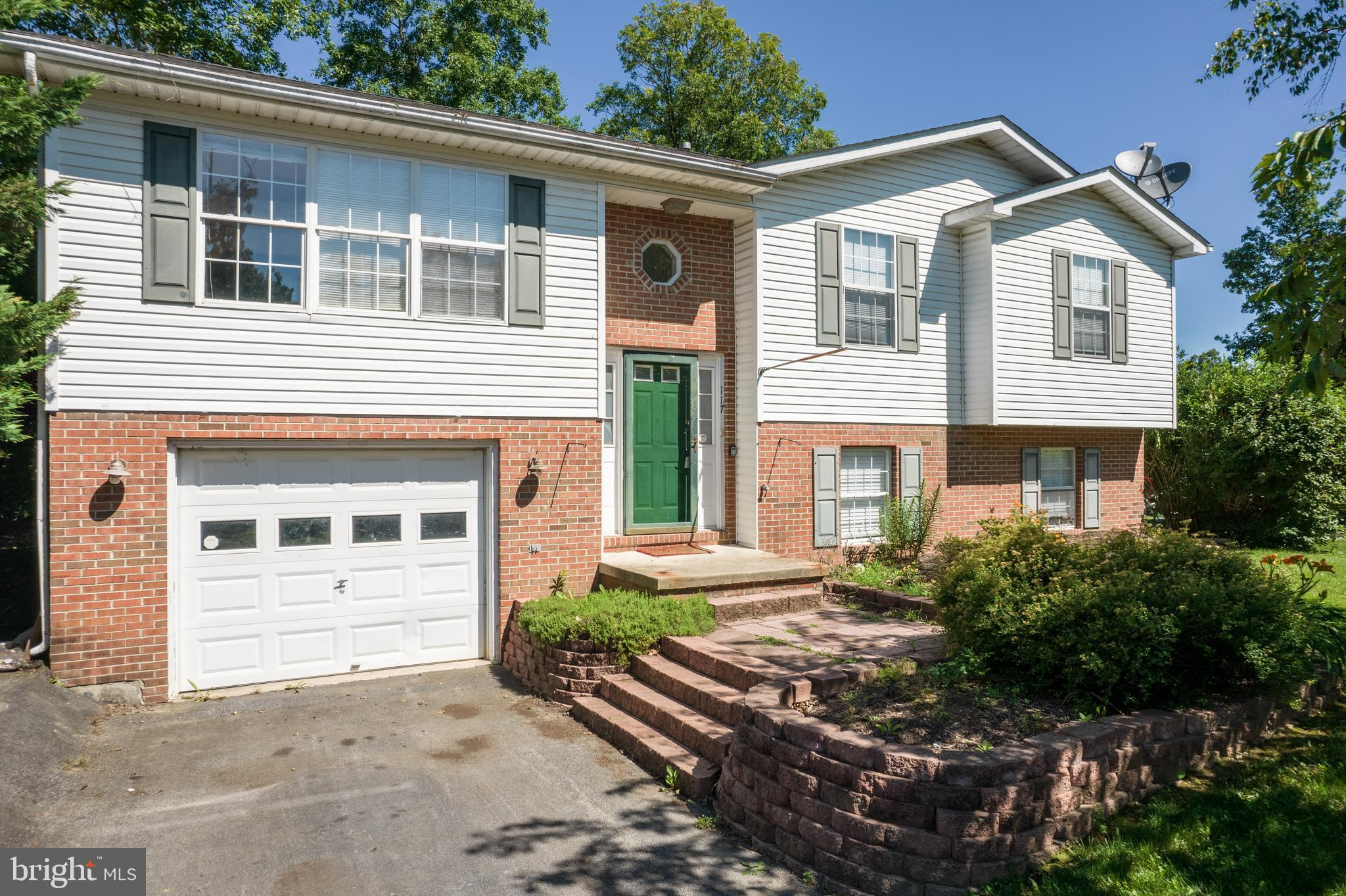 This 4 bedroom, 3 full bath home is just waiting for you!  With a few touches, you can turn this hom