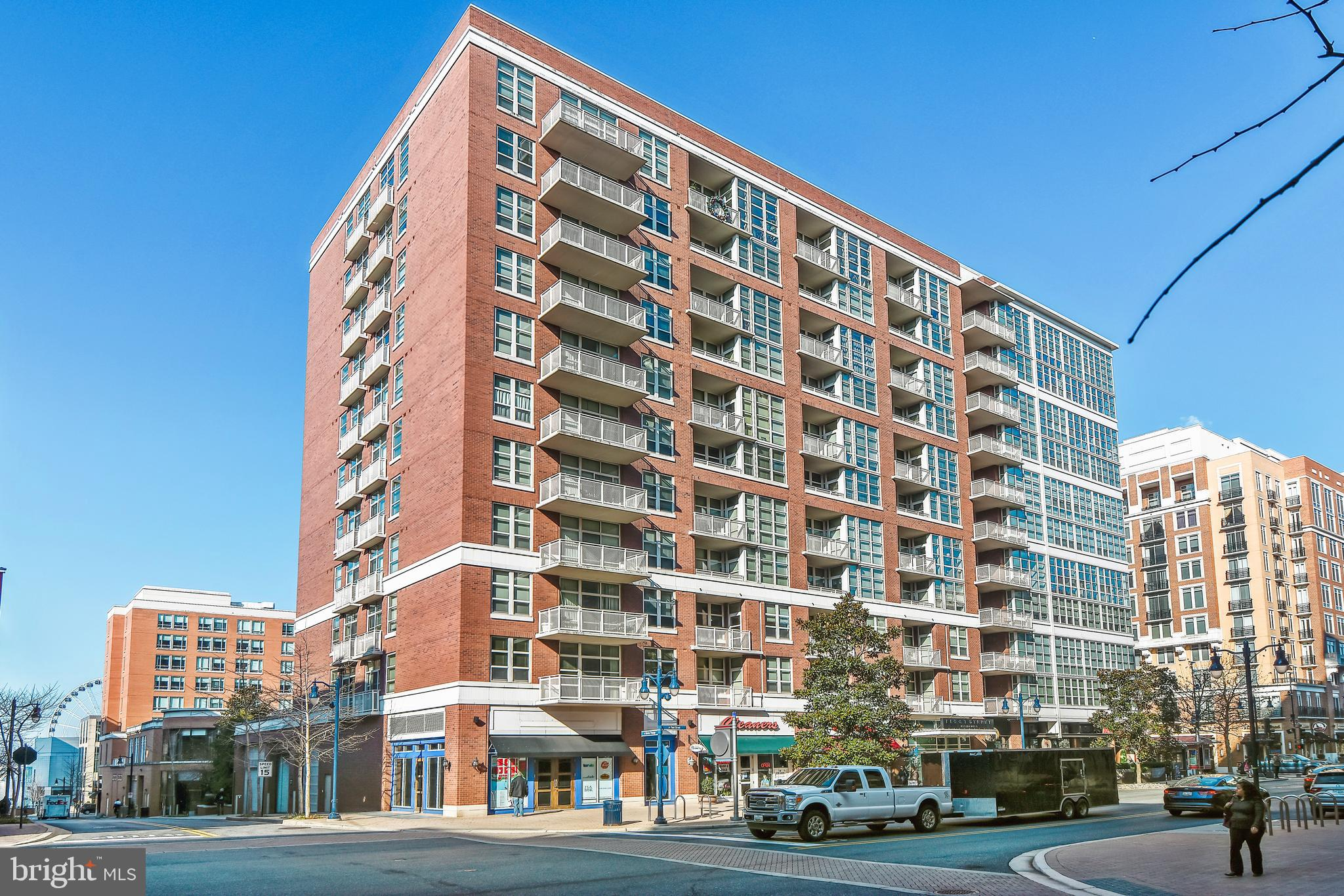 LUXURIOUS PENTHOUSE CONDO-OPEN FLOOR PLAN-2 BEDROOMS-2 .5 BATHROOMS PLUS A DEN- LOT'S OF WINDOWS-LOCATED IN THE HEART OF NATIONAL HARBOR NEAR MGM  AND THE POTOMAC RIVER.  BEAUTIFUL VIEWS OF THE POTOMAC RIVER & THE SHOPPING DISTRICT!  UNIT IS DEEDED WITH 2 PARKING SPACES- HARDWOOD FLOORS IN LIVING AREAS-GRANITE COUNTER TOPS & STAINLESS STEEL APPLIANCES!
