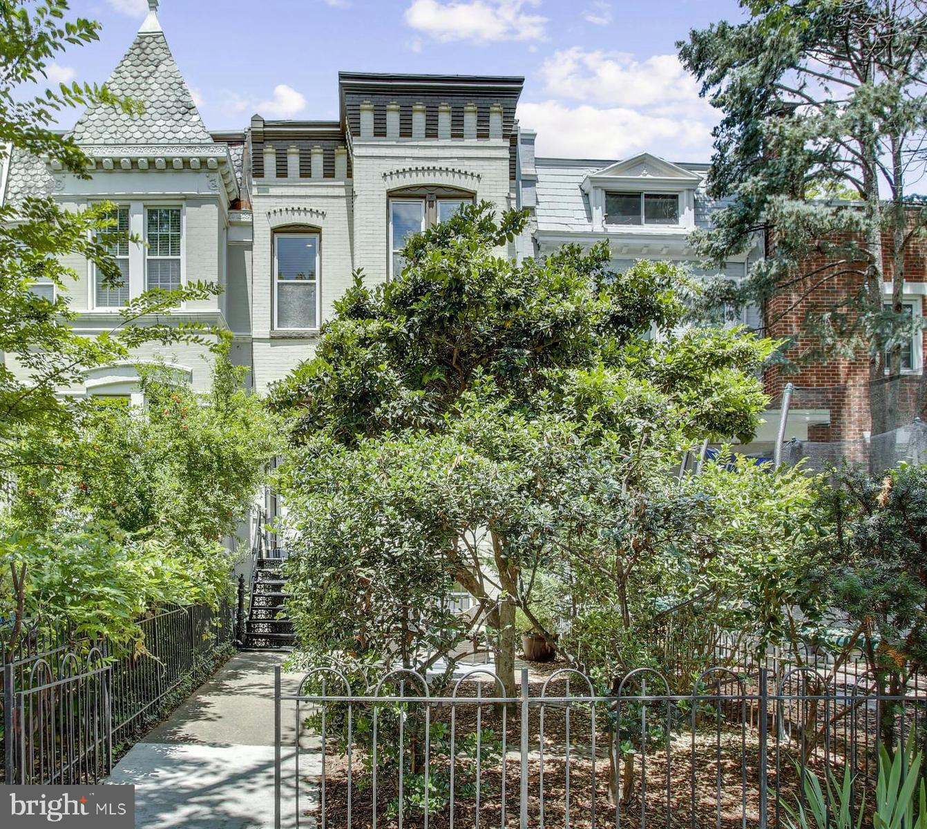 FIRST OPEN SAT AND SUNDAY FR 2-4PM! This Hill stunner pleases on ALL fronts.  The ultimate in city l