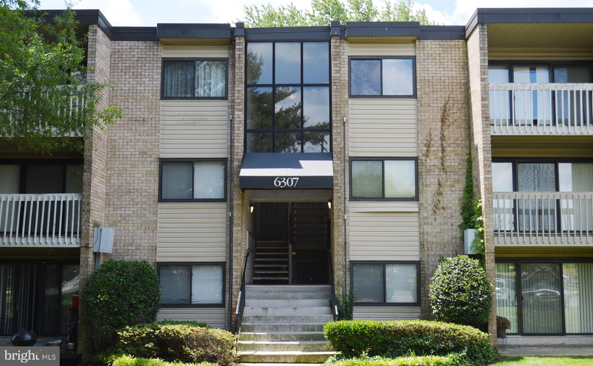 Spacious and bright upper level unit with covered balcony.    Just spruced up for easy move. New pai
