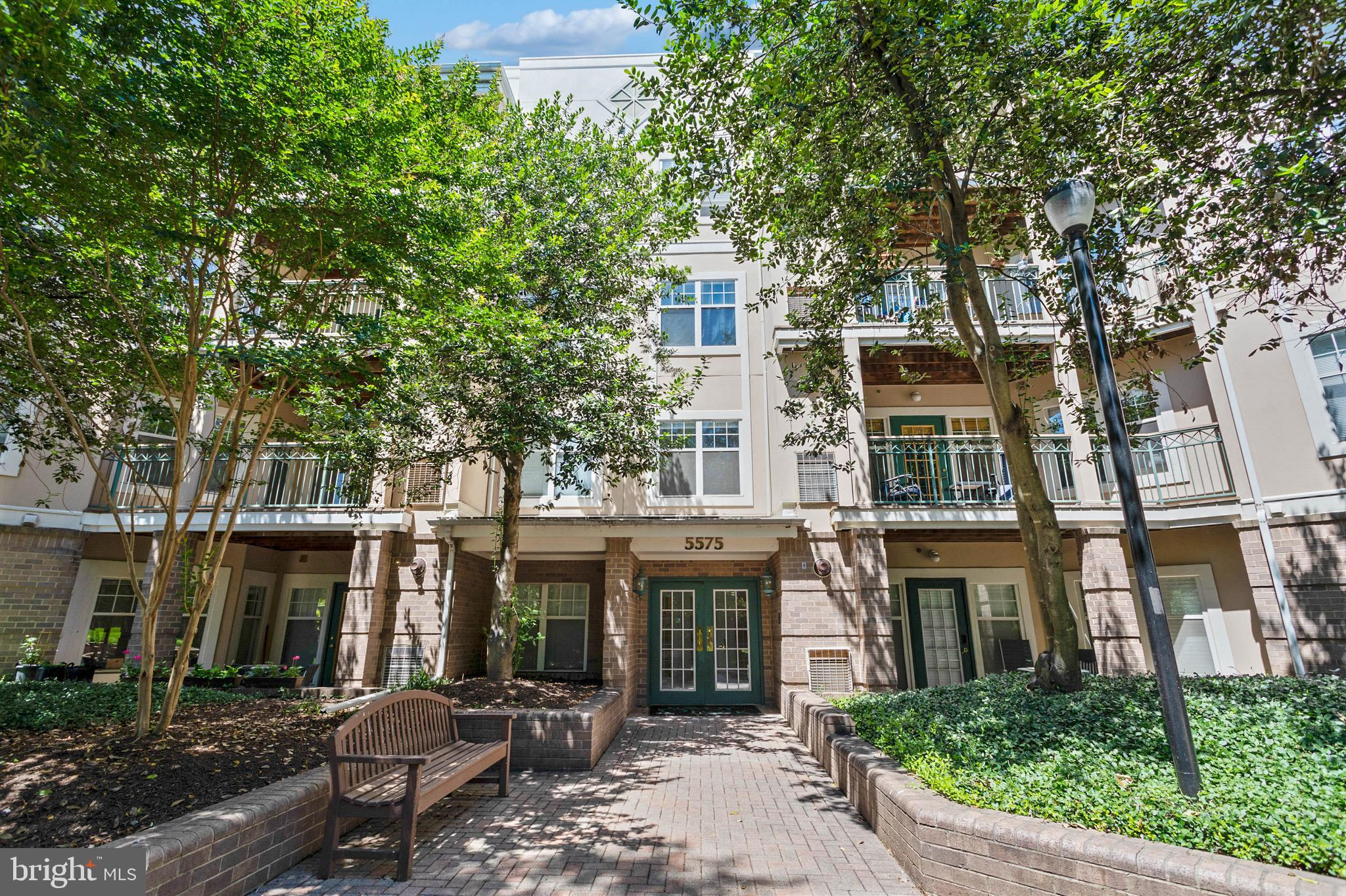 Welcome to unit 414! This  top floor one bed, one bathroom condo is move in ready with fresh paint a