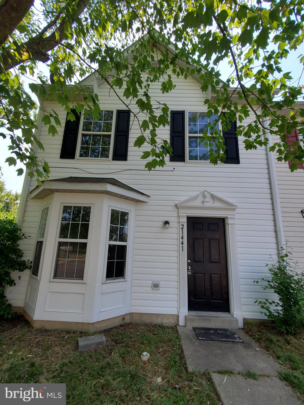 THIS 3 BEDROOM IDEAL END UNIT TOWNHOME FEATURES NEW PAINT, CARPET, APPLIANCES AND FIXTURES! NEWER HE