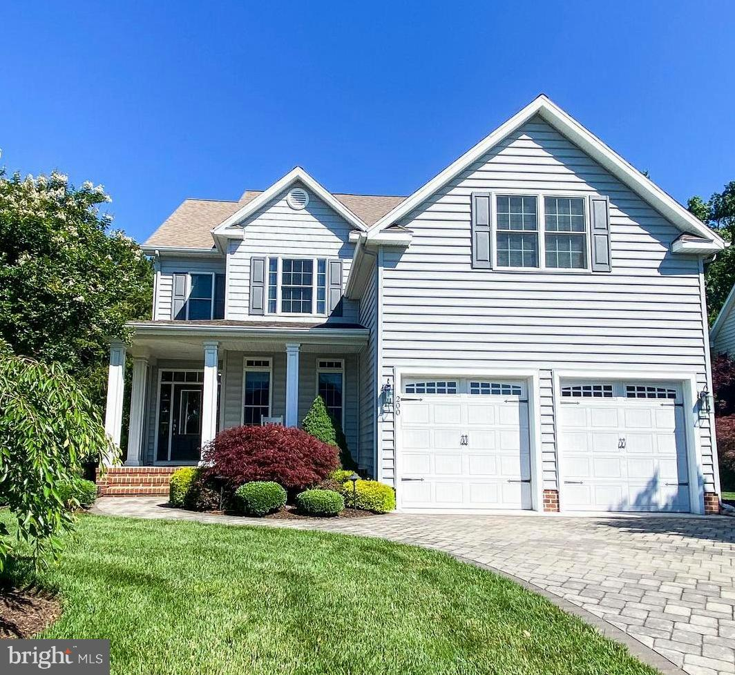 Like new 3 bedroom 3 bath colonial home w/office in the high demand Rowen's Mill community. More upg