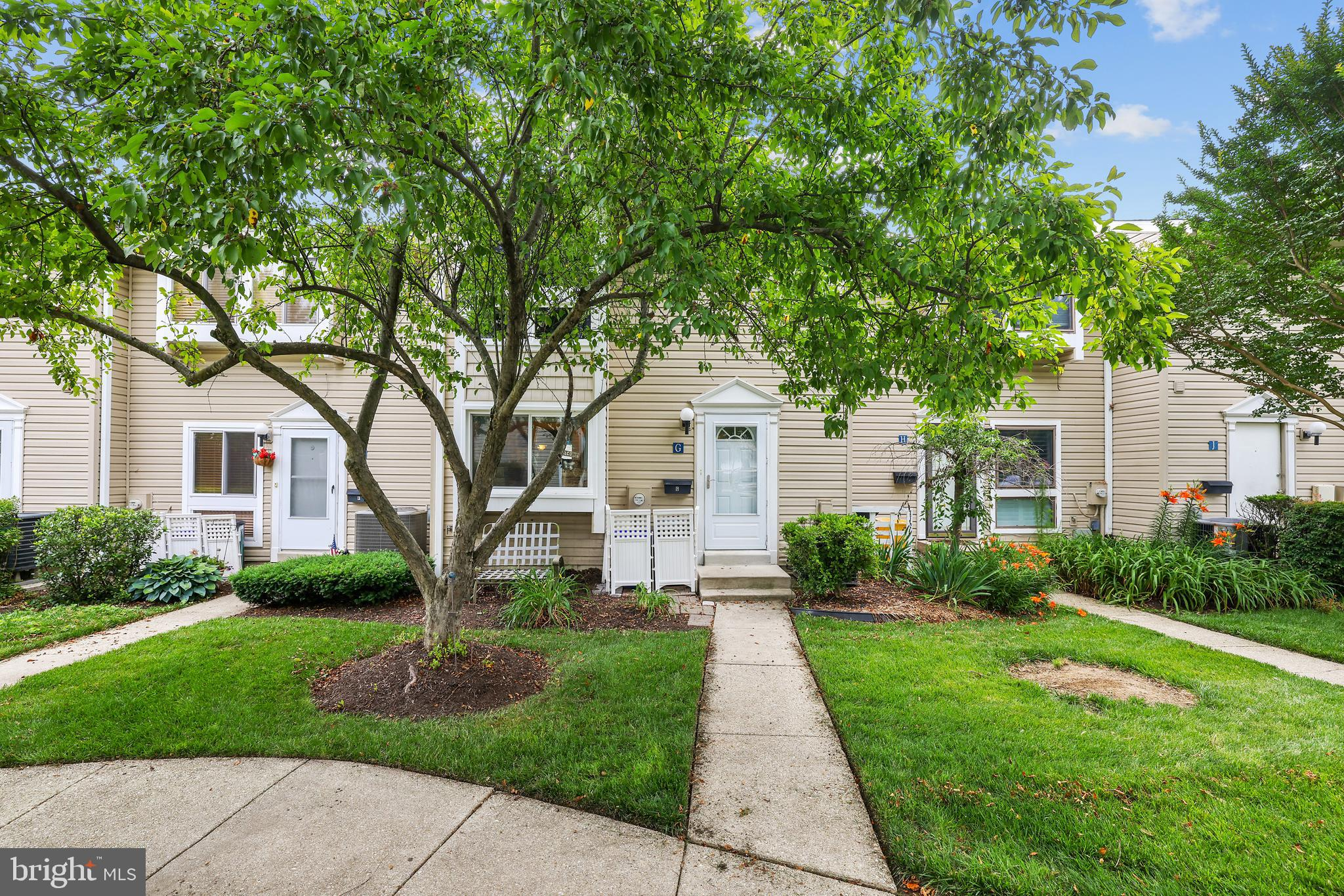 Welcome home to this cute  3-4BR townhome in the heart of Annapolis. The main floor features a large