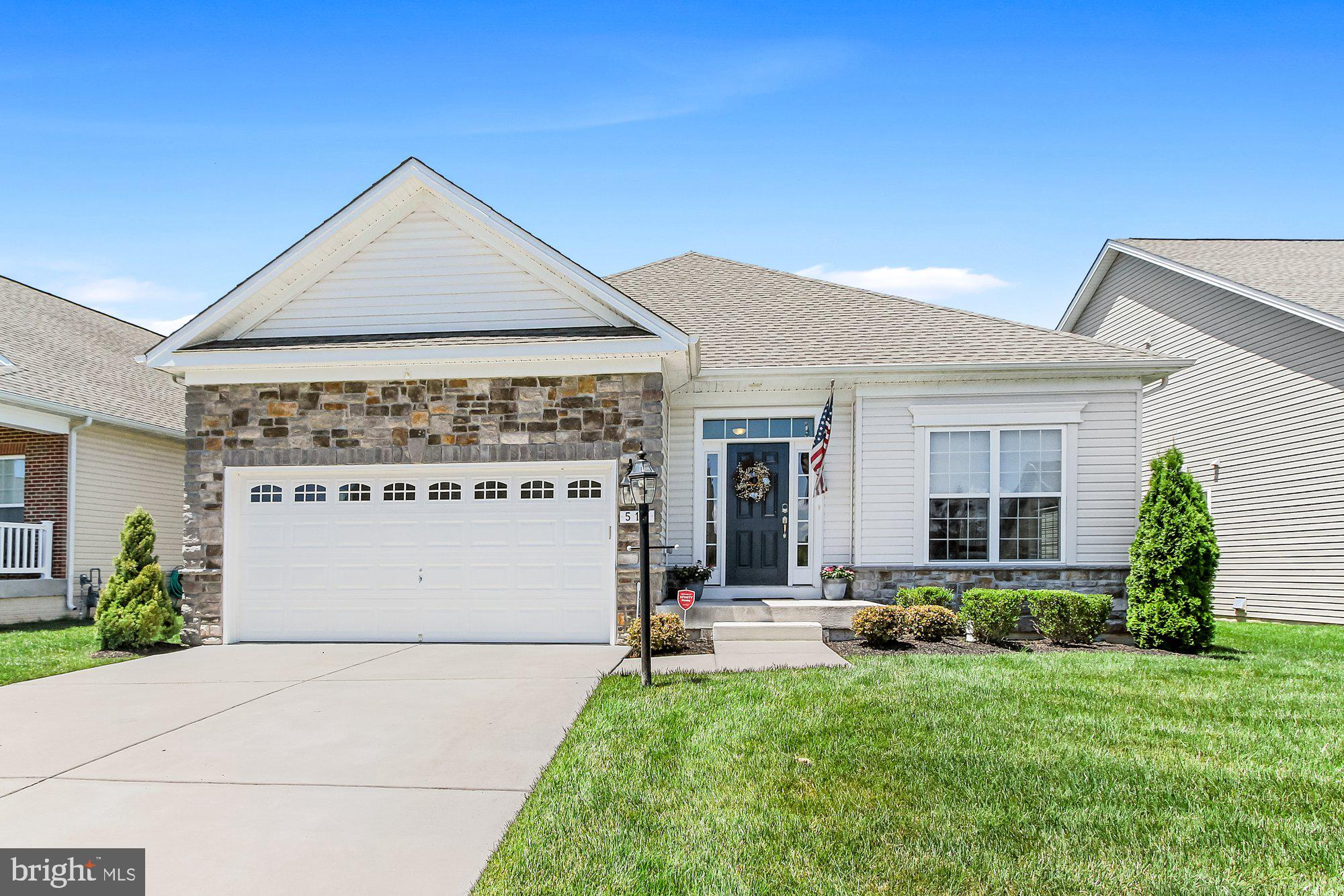 This lightly lived-in Ranch-style home is ready for you to move right in! You'll love the beautiful