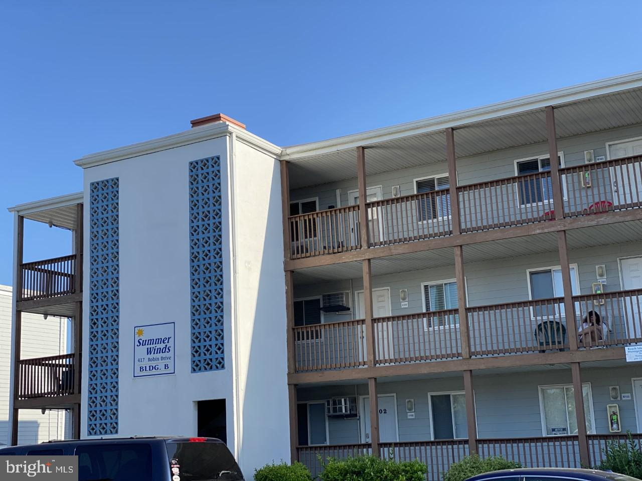 Don't miss the opportunity to own this 2 bedroom 1 bath Condo near Jolly Rogers Amusement park and S
