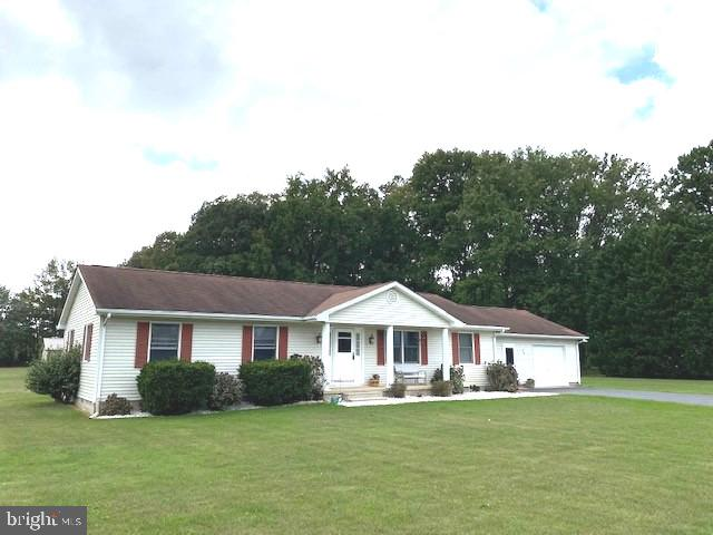 This one owner home on 3.54 acres offers living room, kitchen/dining combo, den/office, 21x23 family