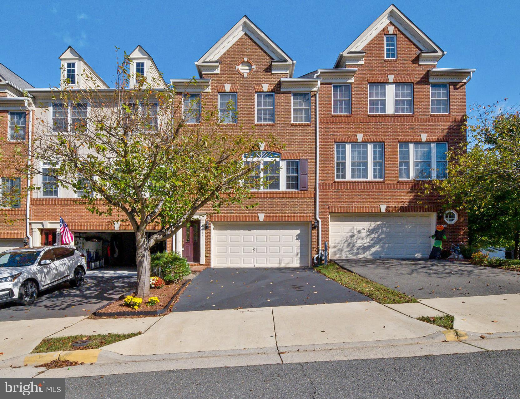 Luxurious Townhome in sought after Lowes Island**Bright & sunny full of upgrades**Enjoy Trump golf c