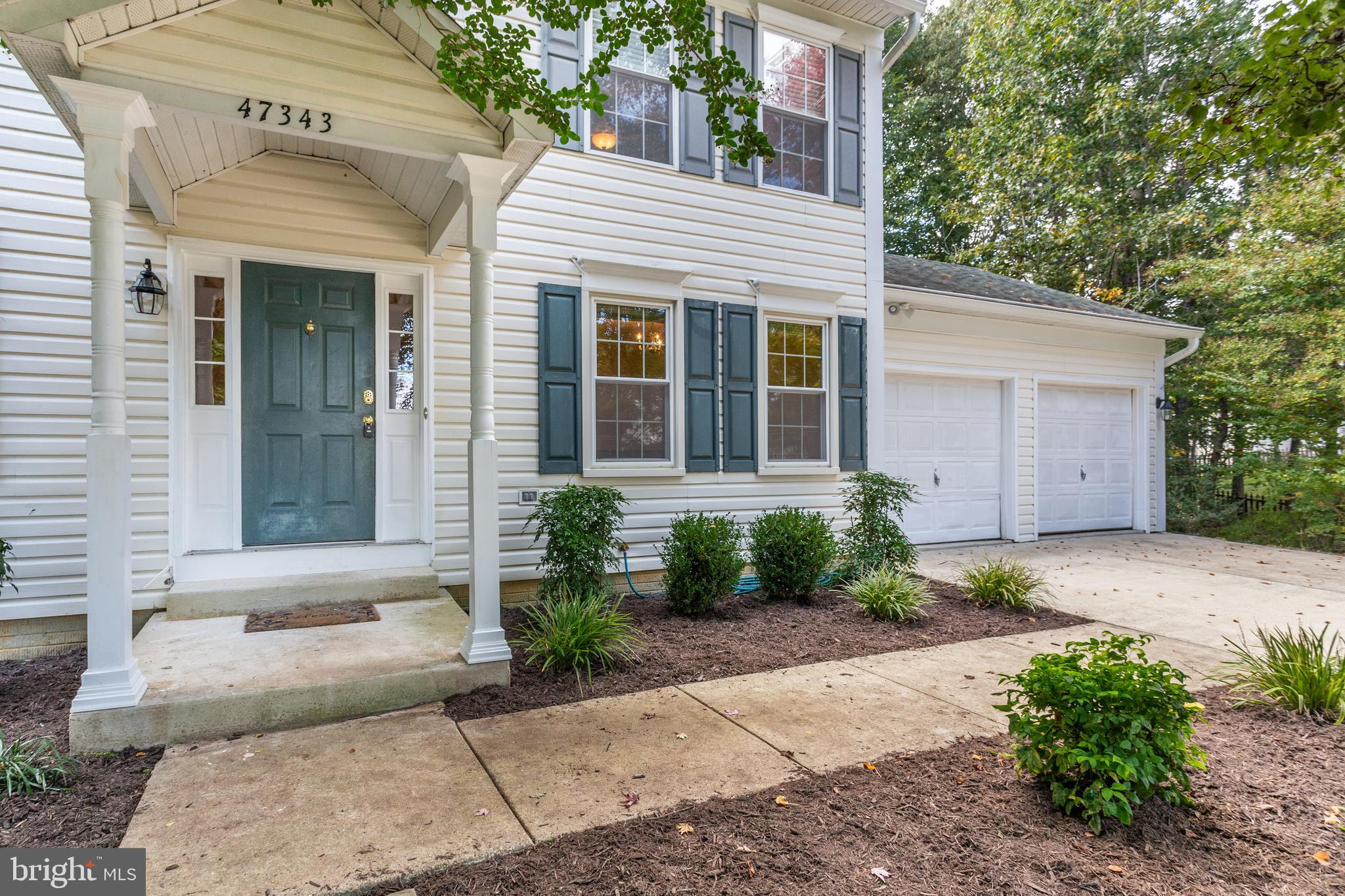 Beautiful Home located within the Greenbrier Community with Lots of room for all!!! Boasting Five Be