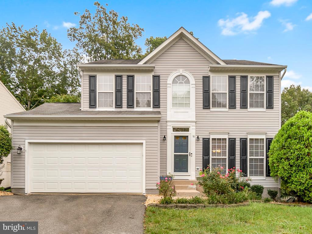 Gorgeous colonial style home ready for its new owners in highly sought after Stafford Lakes! This ho