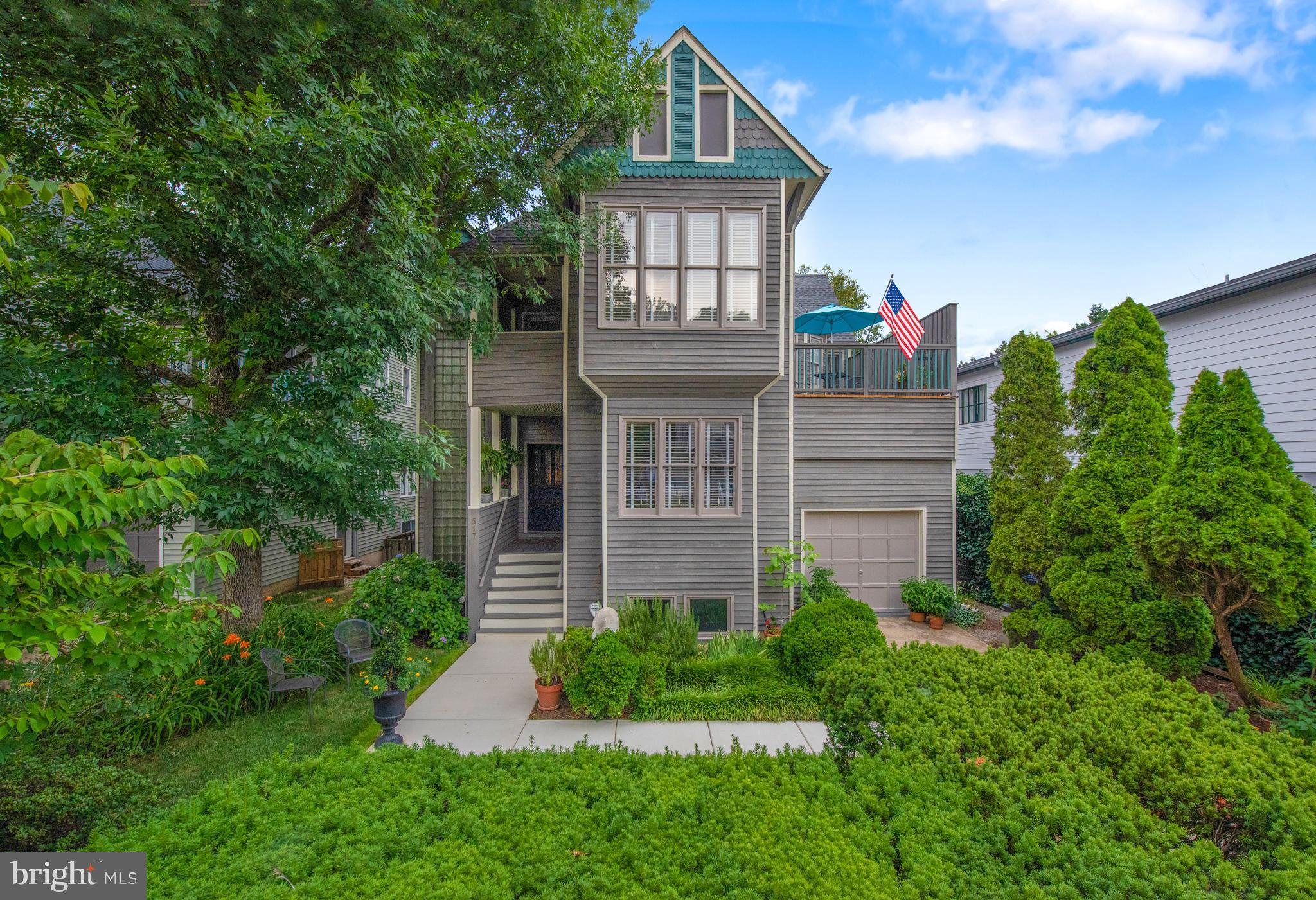 A San Francisco Victorian in the heart of Eastport, the maritime area of Historic State Capitol Anna