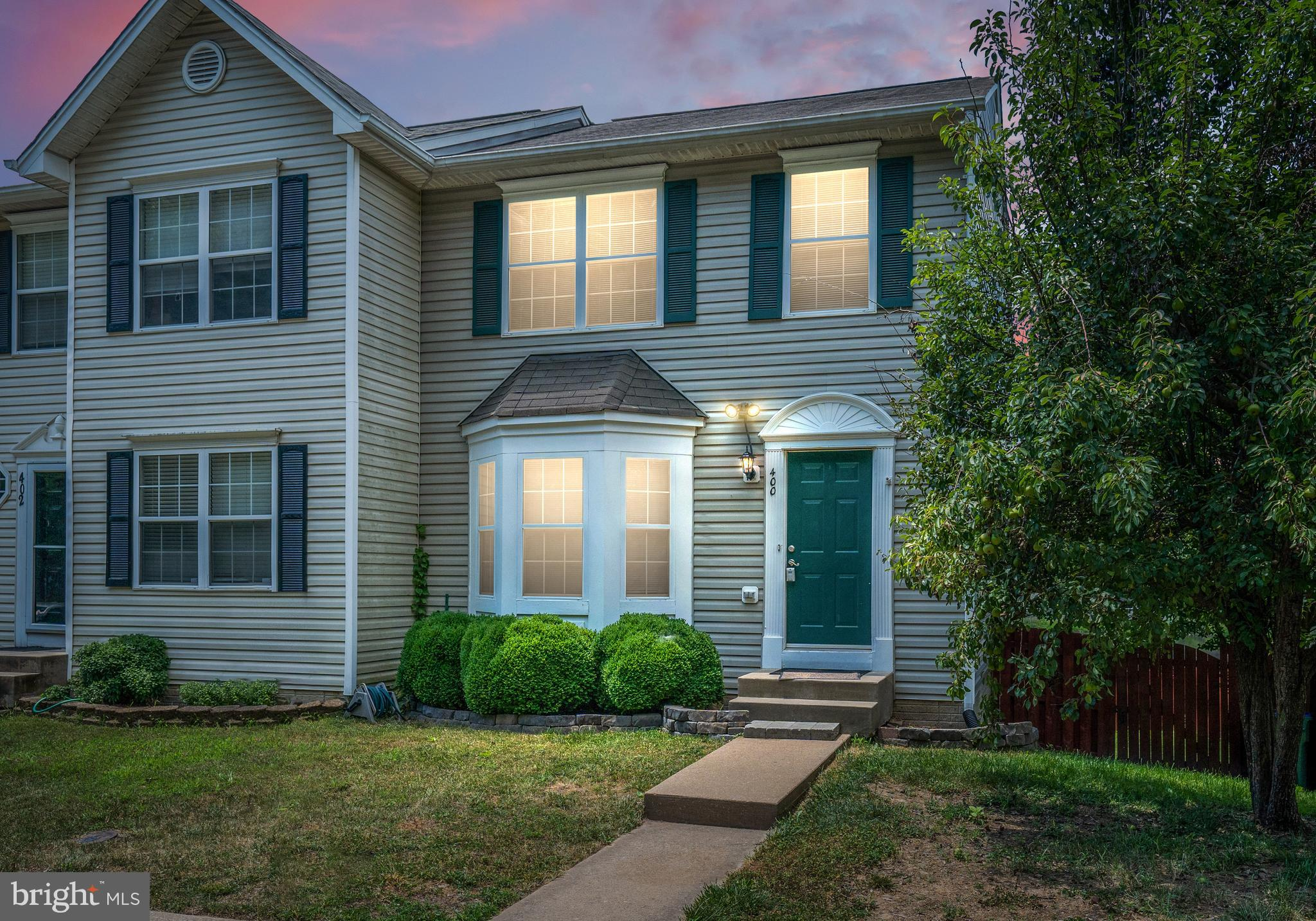 DON'T MISS THIS WELL MAINTAINED 3 LEVEL END UNIT TOWNHOME LOCATED IN THE DESIRABLE COMMUNITY OF STONE RIVER! BEAUTIFUL HARDWOOD FLOORS GREET YOU AS YOU ENTER THE FOYER AND LARGE LIVING ROOM. THE EAT-IN KITCHEN INCLUDES SS APPLIANCES, GRANITE COUNTERS AND A PANTRY.  THERE IS A LOVELY VIEW OF THE POND FROM THE DECK CONVENIENTLY LOCATED RIGHT OFF THE KITCHEN. KICK-BACK AS YOU ENJOY YOUR SUMMER EVENINGS GRILLING AND CHILLING OUT ON THE DECK!  OFFERING 3 BEDS AND 3 FULL BATHS W/ A HALF BATH THERE IS PLENTY OF ROOM FOR EVERYONE! THE MASTER BEDROOM HAS A LARGE WALK-IN CLOSET AND MASTER BATH WITH A SOAKING TUB AND SEPARATE SHOWER. THE FULLY FINISHED BASEMENT IS SO SPACIOUS AND READY TO ACCOMMODATE YOUR VISION FOR AN ADDITIONAL FAMILY ROOM, PLAYROOM, OR OFFICE. WASHER & DRYER CONVEY. FULLY FENCED BACKYARD WITH A SHED. STONE RIVER COMMUNITY HAS PLAYGROUNDS, POOL, AND AMPLE PARKING. CLOSE TO I-95,RT 1, QUANTICO.