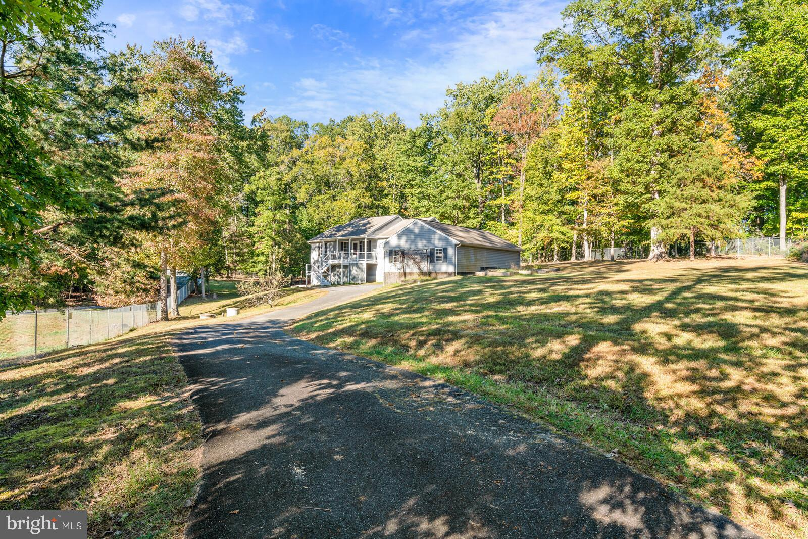 A Sweet retreat, nestled in North Stafford! Freshly painted. Beautiful hardwood floors in open main