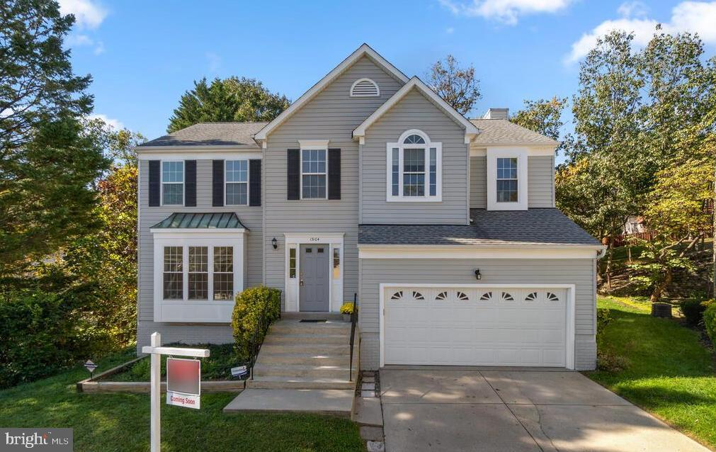 Beautiful 4 bedroom, 3.5 bath colonial on a quiet cul-de-sac!  The main level features a beautiful t