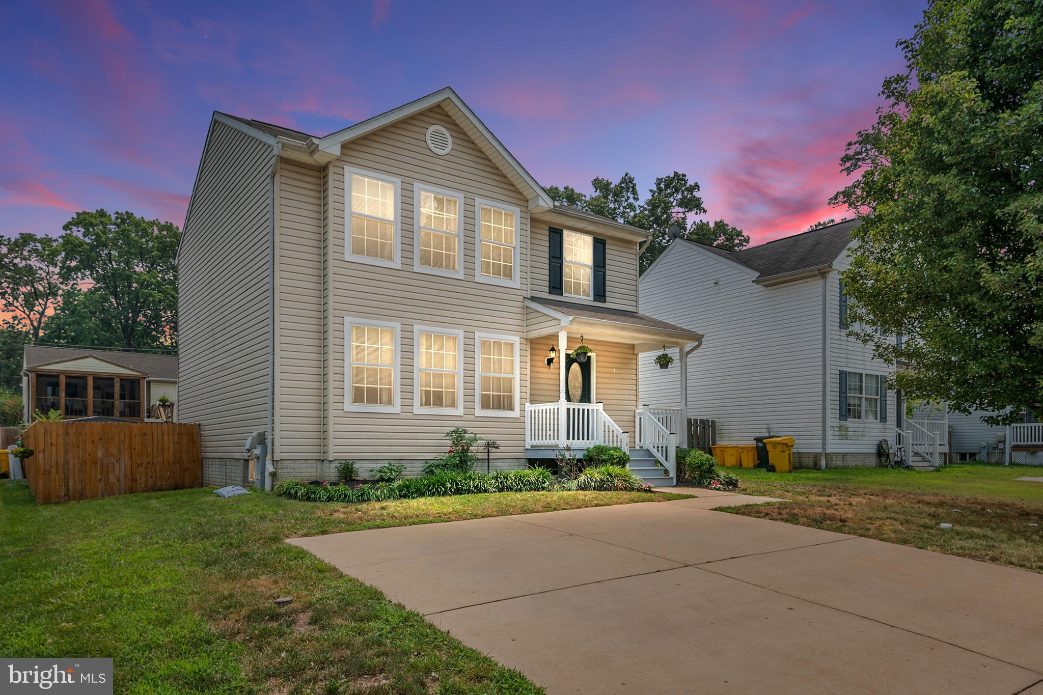 4 Bedroom and 3 1/2 bathroom, updated and well maintained home in Green Haven. Come and enjoy this m