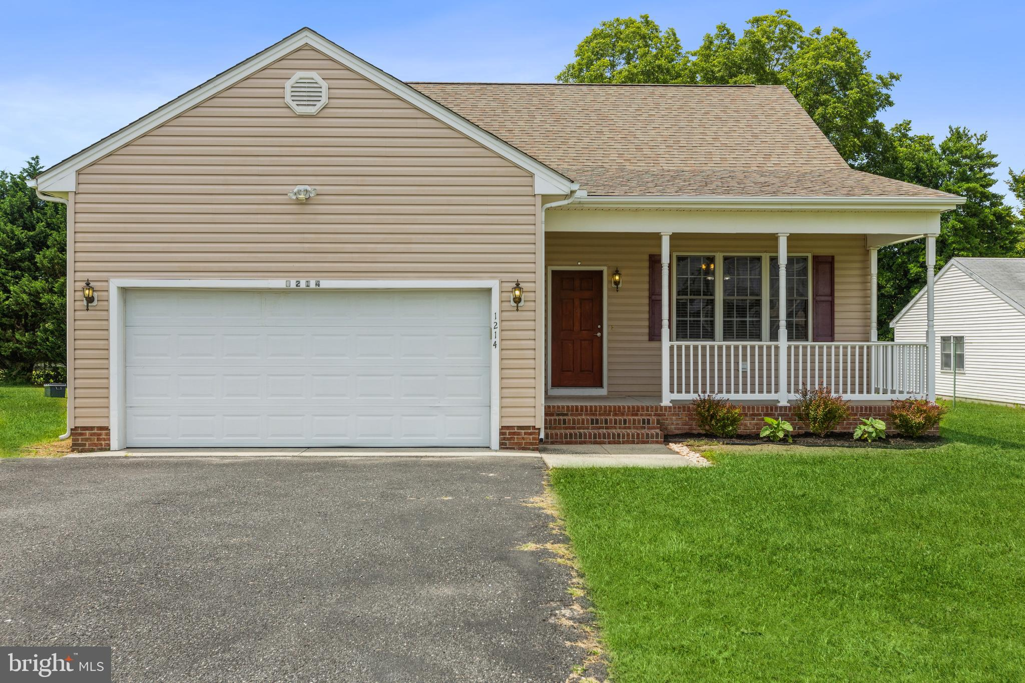 Be prepared to enjoy the benefits of one story living in this 3 bedroom / 2 bathroom home.   Relish