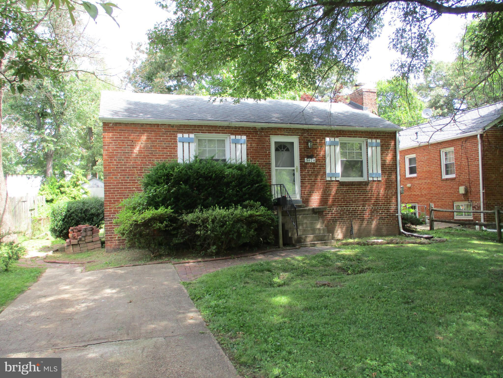 VERY NICE  STARTER HOME-GOOD BONES &  A GREAT  PROPERTY FOR FHA  STREAMLINE 203K  FINANCING!!  NICE LEVEL-FENCED YARD-PLENTY OF OFF STREET PARKING!!  CLOSE TO SHOPPING!!  VACANT-EASY TO SHOW & CAN SETTLE QUICK!!  BEING SOLD IN AS-IS CONDITION!