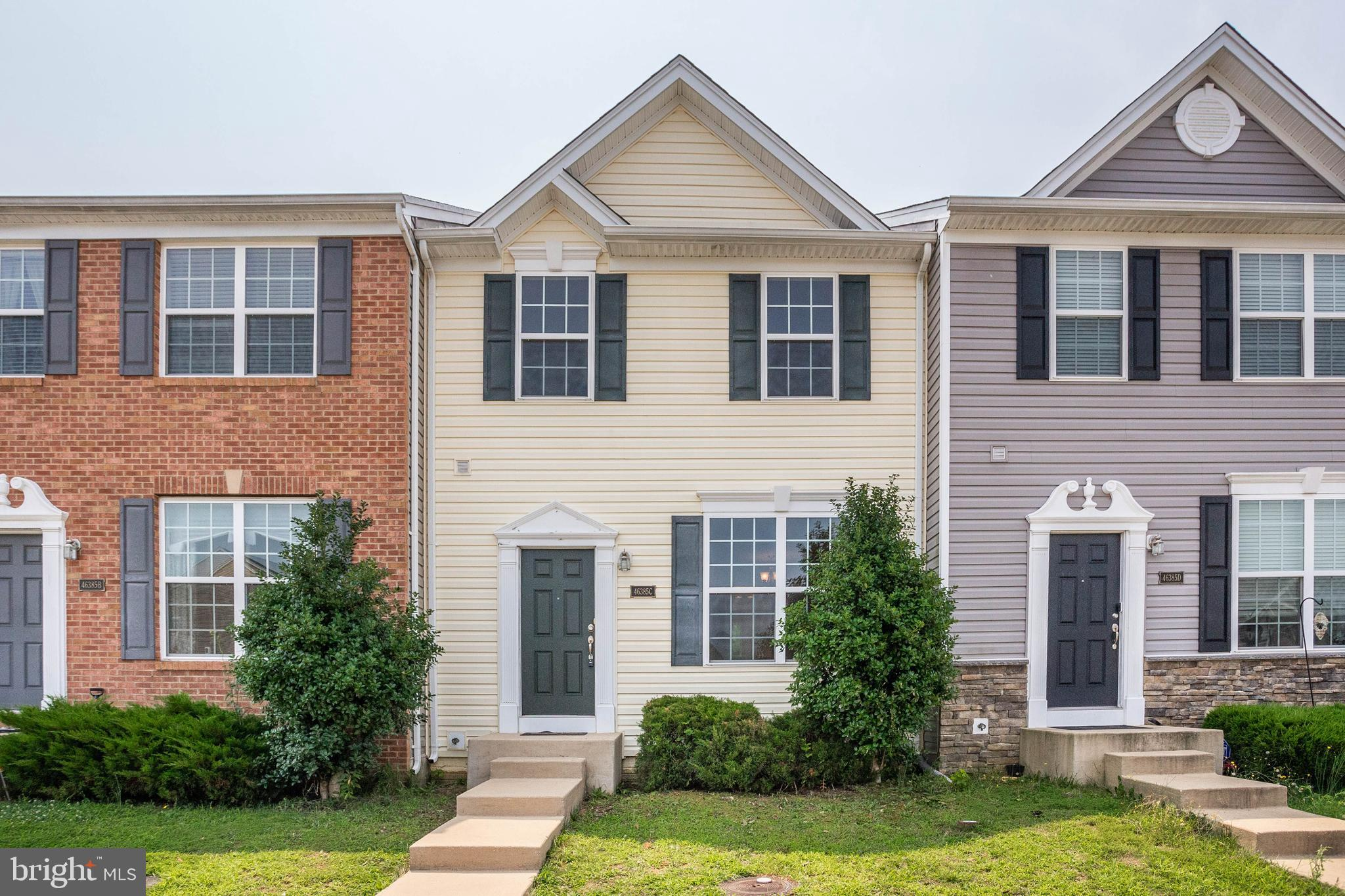 Welcome Home! This lovely, townhouse in Willow Gate is ready for you to move right in.  New Roof ins