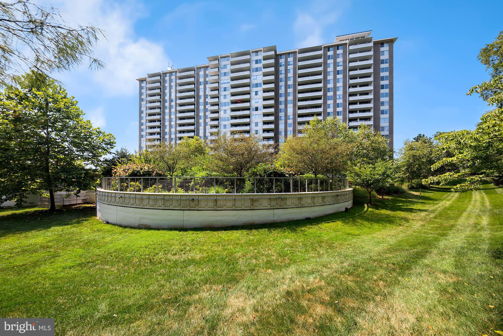 Bright and Beautiful 2-bedroom, 2 full bath corner unit with over 1,450 square feet of living space