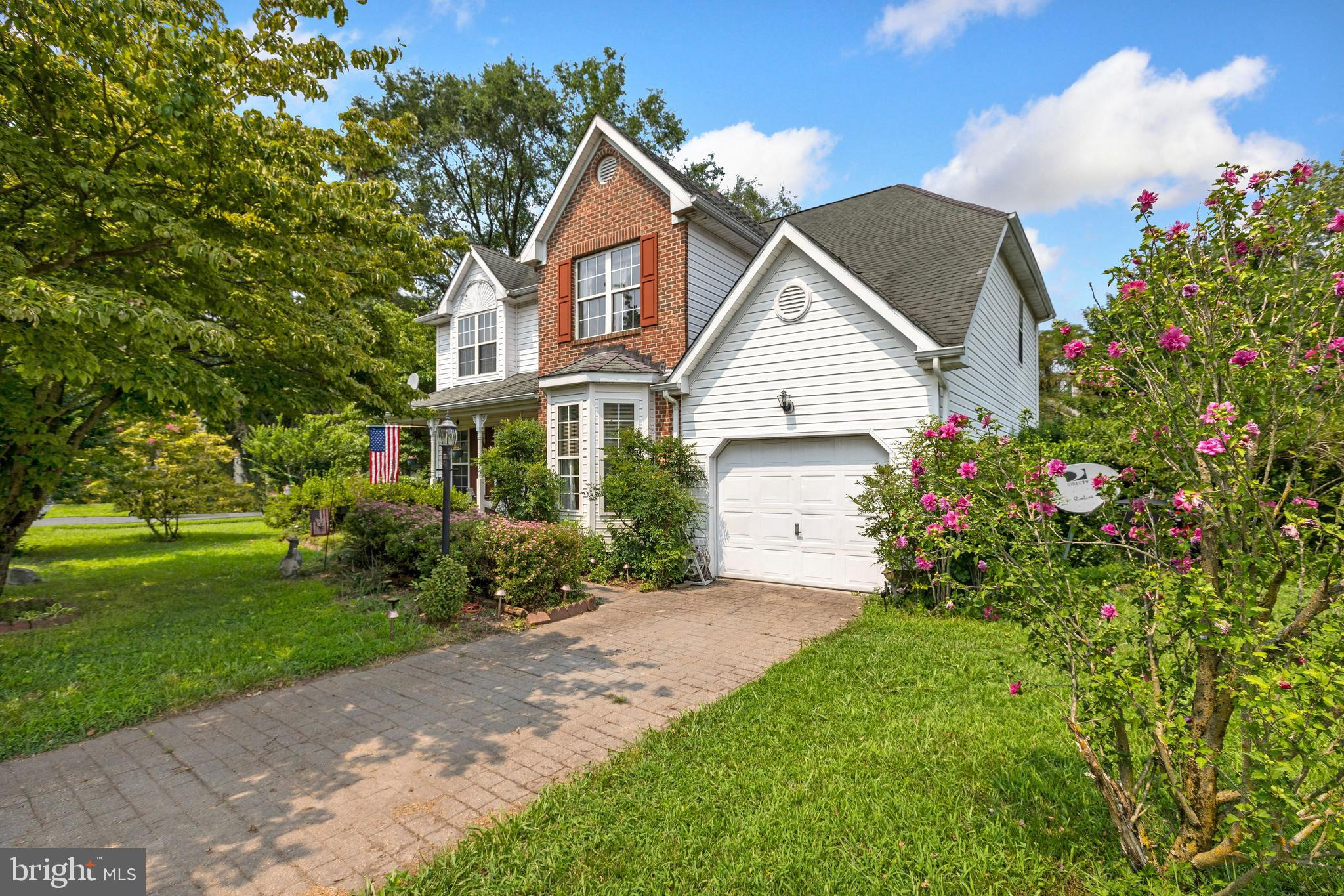 This gorgeous colonial home located in Harbor Pointe of West Salisbury boasts 4 spacious bedrooms, 2