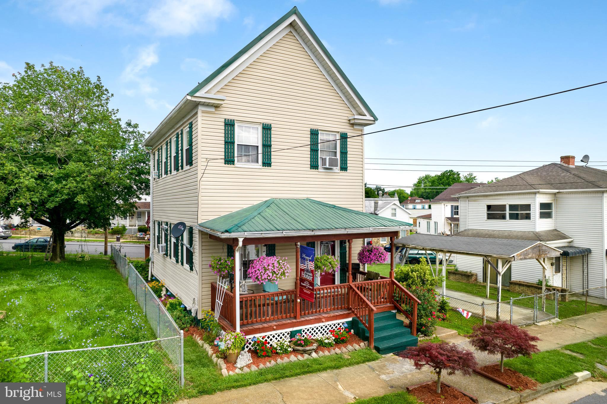 Welcome home to this charming, well maintained colonial. The minute you walk in you can feel and app
