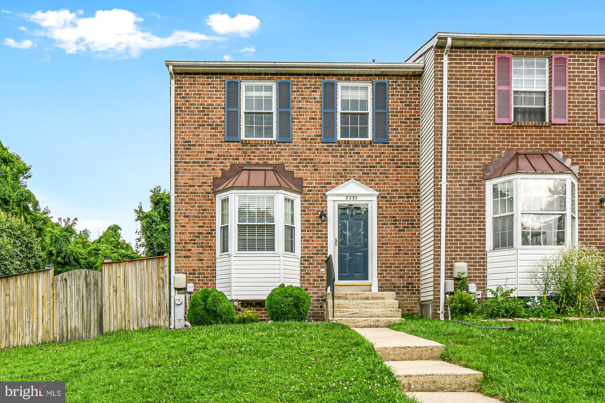 This spacious end of group townhome is ready for new owners.  Crisp, clean, updated & inviting...jus