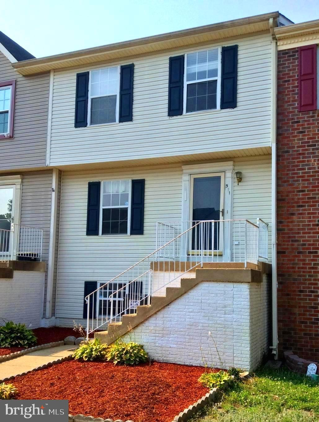 This nice 3 FINISHED LEVEL Townhome in popular and conveniently located STAFFORD MEWS is READY to im