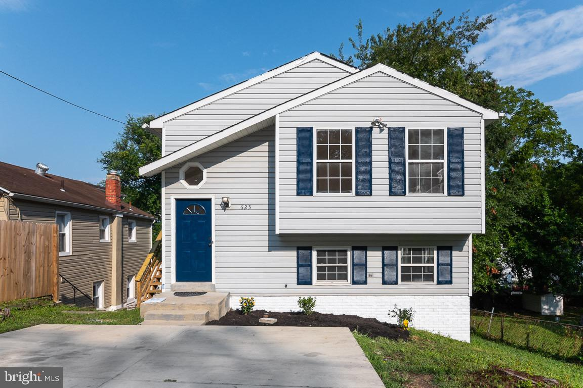 Gorgeous!! 4 bedroom home. 2 full bath, Great size kitchen w/pass thru into living room. Bright and