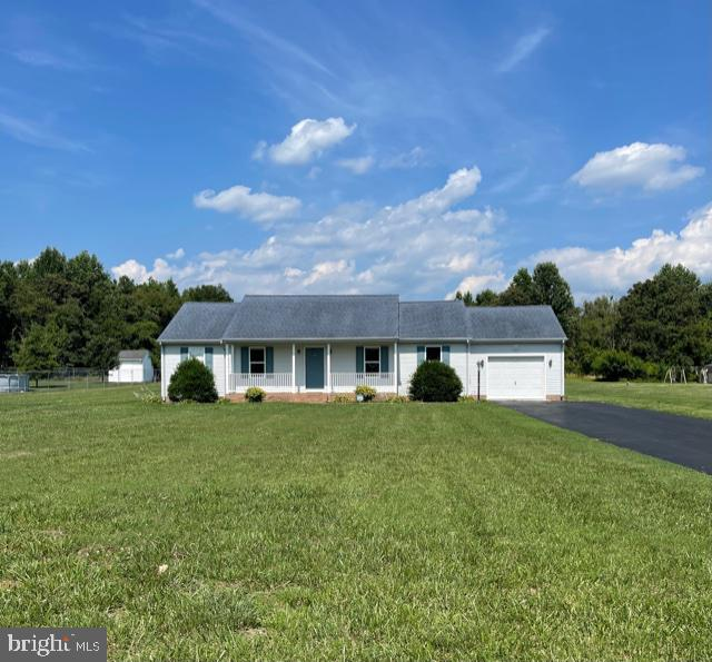 Nice rancher in a quiet and well-maintained neighborhood.  3 bedrooms and 2 full baths.  The home ha