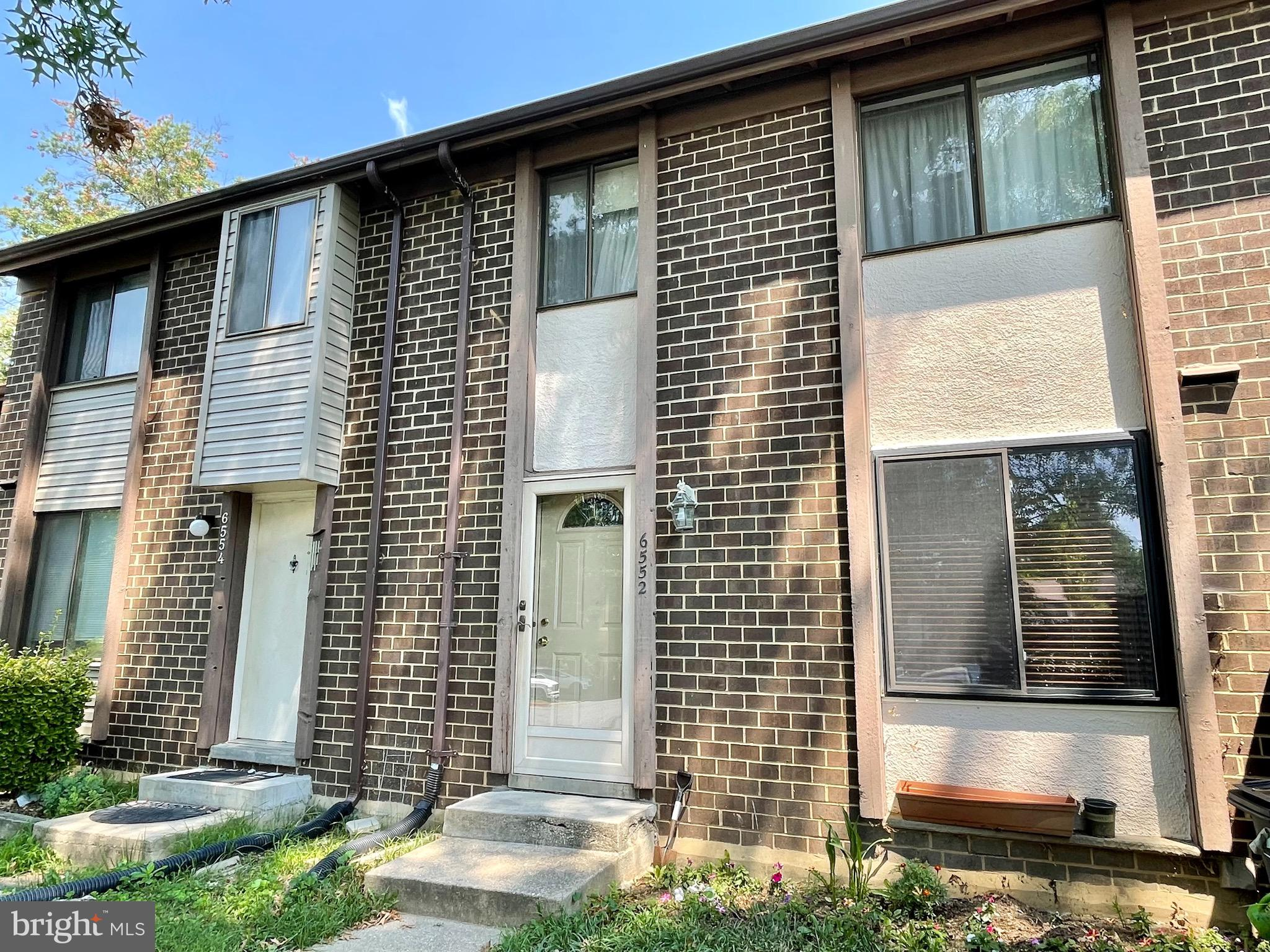 **Check Video Tour of the Property** Don't miss this beautiful move-in ready townhome in Columbia! T