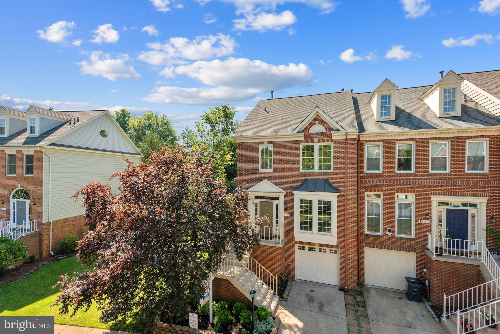 AMAZING END UNIT TOWNHOME OFFERED IN AMMENTY-RICH CASCADES/POTOMAC LAKES!!!  BE BLOWN AWAY BY THE SP