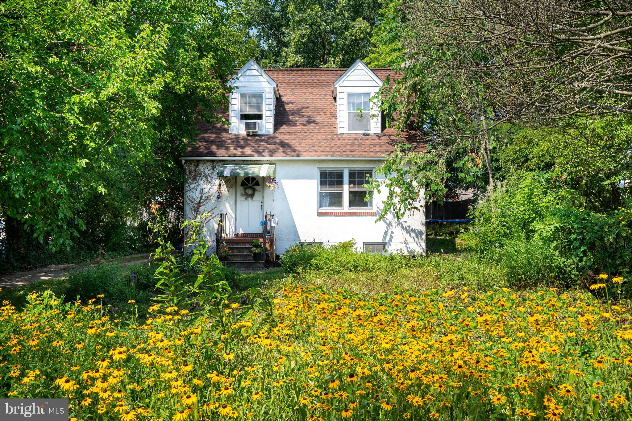 ALTHOUGH ON HAMMONDS FERRY ROAD, HOME HAS OVER 100' SETBACK ON APPROXIMATELY 1/3 ACRE LOT!! SHOW OFF